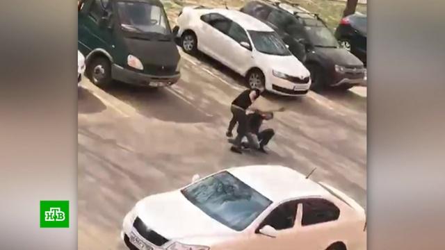 Таксист жестоко избил помешавшего ему велосипедиста.Москва, драки и избиения, нападения, такси.НТВ.Ru: новости, видео, программы телеканала НТВ