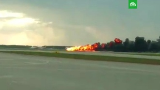 Посадка горящего <nobr>Superjet-100</nobr> вШереметьево