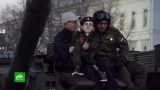 Уральские военные исполнили мечту тяжелобольного школьника на репетиции парада