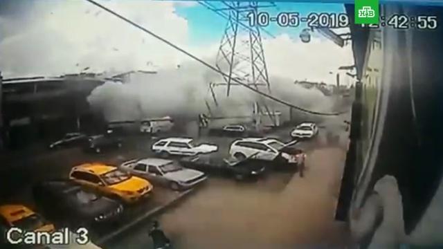 В столице Колумбии сняли на видео мощный взрыв в жилом доме.Колумбия, взрывы, пиротехника.НТВ.Ru: новости, видео, программы телеканала НТВ