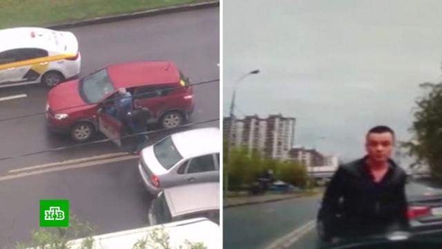 В Москве бывшие супруги устроили скандал на проезжей части из-за ребенка.Москва, дети и подростки, драки и избиения, полиция, скандалы.НТВ.Ru: новости, видео, программы телеканала НТВ