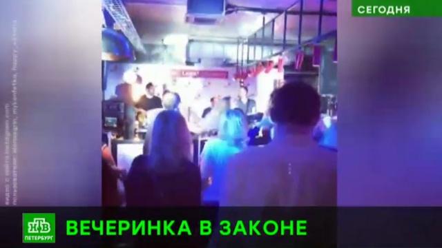 Петербуржцы с улицы Рубинштейна устроили молчаливый протест участникам юридической вечеринки.Санкт-Петербург, митинги и протесты, шум, рестораны и кафе.НТВ.Ru: новости, видео, программы телеканала НТВ
