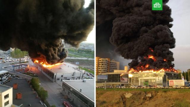 Мощный пожар тушат в автоцентре в Кемерове.Сильный пожар произошел в автоцентре Hyundai в Кемерове, огнем охвачена кровля здания.Кемерово, пожары.НТВ.Ru: новости, видео, программы телеканала НТВ