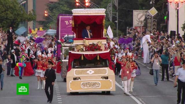 Курортный сезон вСочи открыли праздничным карнавалом.Краснодарский край, Сочи, курорты, отдых и досуг, туризм и путешествия.НТВ.Ru: новости, видео, программы телеканала НТВ