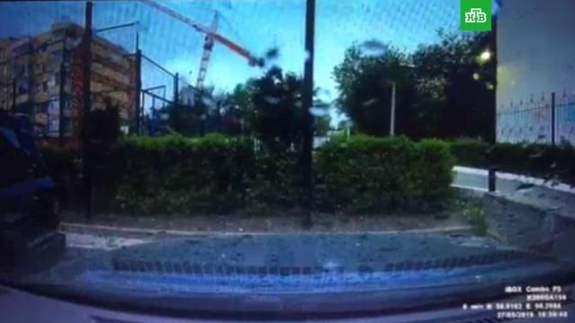 Падение крана на дом в Перми попало на видео.Пермь, обрушение.НТВ.Ru: новости, видео, программы телеканала НТВ