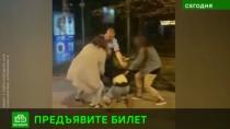 Питерский «Пассажиравтотранс» уверяет, что драку на остановке спровоцировал подросток без билета.Санкт-Петербург, автобусы, дети и подростки, драки и избиения, общественный транспорт.НТВ.Ru: новости, видео, программы телеканала НТВ