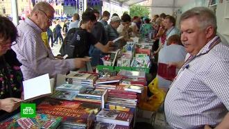 Книжный фестиваль открылся на Красной площади в Москве