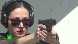 Фотомодель обучает стрельбе молодых жительниц Чечни