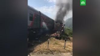 Грузовик врезался впассажирский поезд вАдыгее