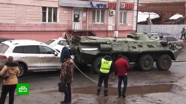 В Курске водители судятся с военными, разбившими их машины.БТР, ДТП, Курск.НТВ.Ru: новости, видео, программы телеканала НТВ