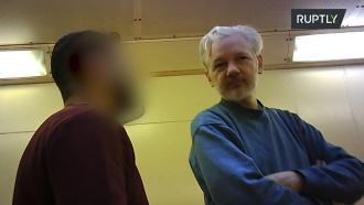 Ассанжа сняли на видео влондонской тюрьме