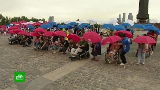 Сотни человек приняли участие в инклюзивном флешмобе «Мы — Россия» в Москве
