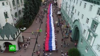 ВНижнем Новгороде развернули гигантский флаг России