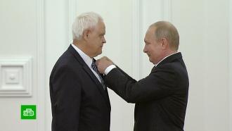 Путин вручил госпремии вДень России
