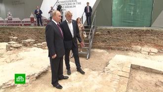 Путину показали находки на археологических раскопках в Кремле