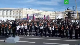 В Петербурге 500 военных музыкантов исполнили «Полет шмеля»