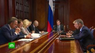 Медведев поручил выяснить, почему подорожал бензин