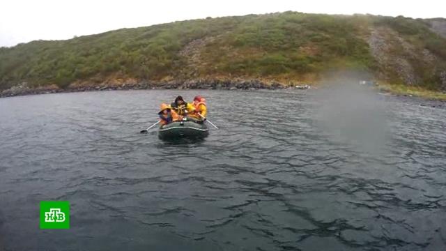В Охотском море нашли пропавшую семью рыбаков.Охотское море, охота и рыбалка, поисковые операции.НТВ.Ru: новости, видео, программы телеканала НТВ