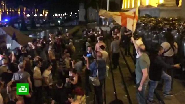 В Тбилиси ждут новых стычек протестующих с полицией.Грузия, беспорядки, митинги и протесты, назначения и отставки.НТВ.Ru: новости, видео, программы телеканала НТВ