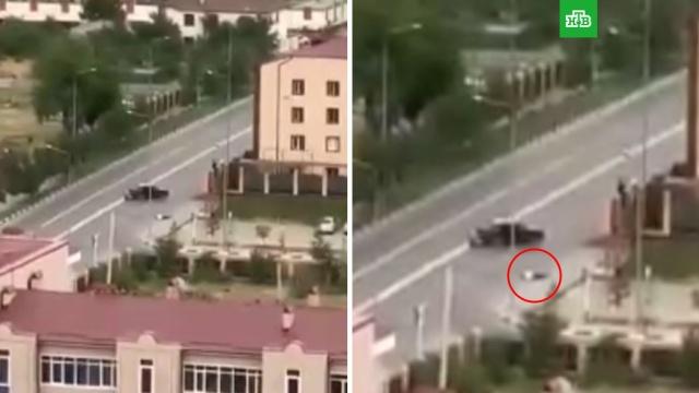 В Грозном полицейские застрелили напавшего на них с ножом водителя.Грозный, Чечня, нападения, полиция.НТВ.Ru: новости, видео, программы телеканала НТВ