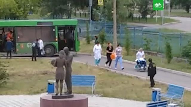 В Красноярске пассажиры и кондуктор приняли роды в автобусе.Красноярск, автобусы, беременность и роды, дети и подростки.НТВ.Ru: новости, видео, программы телеканала НТВ