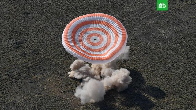 «Роскосмос» опроверг заявление NASA о нештатной ситуации на «Союзе МС-11».Посадка космического корабля «Союз МС-11» с экипажем МКС прошла без замечаний, заявили в госкорпорации «Роскосмос», опровергнув информацию NASA.НАСА, Роскосмос, космонавтика, космос.НТВ.Ru: новости, видео, программы телеканала НТВ