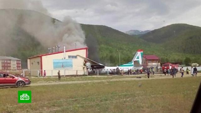 ВБурятии при посадке разбился пассажирский Ан-24, пилоты погибли.Бурятия, авиация, самолеты.НТВ.Ru: новости, видео, программы телеканала НТВ