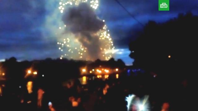 «Папа, я боюсь!»: видео с места смертельного салюта в Минске.взрывы, Минск, торжества и праздники.НТВ.Ru: новости, видео, программы телеканала НТВ