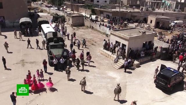 Российские военные привезли гуманитарную помощь жителям провинции Дераа.Сирия, армия и флот РФ, гуманитарная помощь.НТВ.Ru: новости, видео, программы телеканала НТВ
