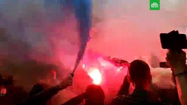 Акция протеста у офиса канала NewsOne в Киеве: видео.журналистика, Киев, митинги и протесты, телевидение.НТВ.Ru: новости, видео, программы телеканала НТВ