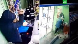 Недовольный покупатель сножом напал на кассиршу вПерми