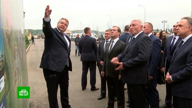 Медведева впечатлил «волшебный фонтан» в новом микрорайоне Ставрополя.Медведев, Ставрополь, жилье, нацпроекты, строительство.НТВ.Ru: новости, видео, программы телеканала НТВ