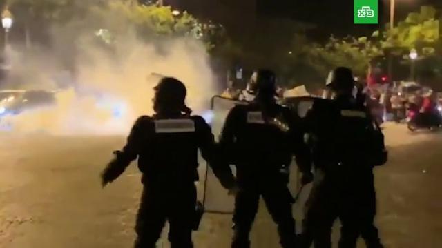 Фанаты сборной Алжира устроили погромы вПариже.Алжир, Париж, Франция, беспорядки, мигранты, фанаты.НТВ.Ru: новости, видео, программы телеканала НТВ