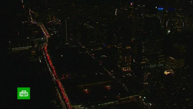 Блэкаут погрузил Манхэттен во тьму на несколько часов.Нью-Йорк, США, энергетика.НТВ.Ru: новости, видео, программы телеканала НТВ