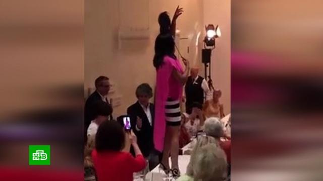 Анна Нетребко вмини-юбке спела арию на столе.знаменитости, музыка и музыканты.НТВ.Ru: новости, видео, программы телеканала НТВ