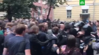 14июля: толпа идет внаступление