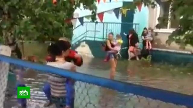 В Благовещенске ливень подтопил больницу и детские сады.погода.НТВ.Ru: новости, видео, программы телеканала НТВ