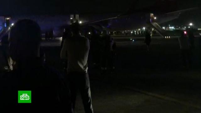 При эвакуации из самолета в Шереметьево пострадали 8 человек.Boeing, МЧС, Москва, авиация, аэропорт Шереметьево, самолеты.НТВ.Ru: новости, видео, программы телеканала НТВ