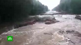 В Коми машины плавают в потоках воды