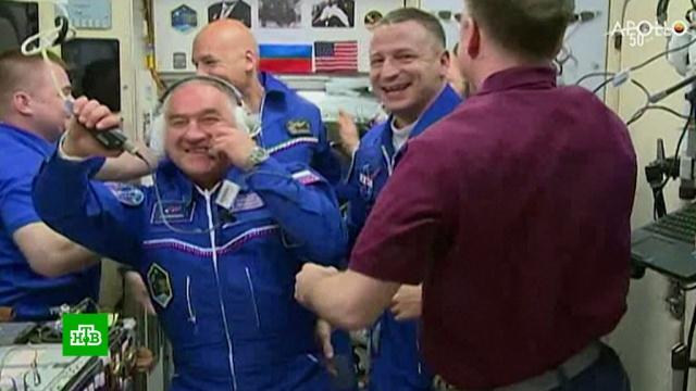 Экипаж корабля «Союз МС-13» перешел на борт МКС.Сегодня экипаж Международной космической станции увеличился в два раза.Байконур, МКС, запуски ракет, космонавтика, космос.НТВ.Ru: новости, видео, программы телеканала НТВ