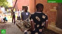Волонтеры со всего мира помогают реставрировать Александро-Невскую лавру
