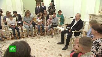Путин пригласил семьи из пострадавших от паводка регионов на парад вПетербурге