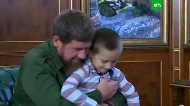 Шестилетний мальчик стал охранником Кадырова.Кадыров, Чечня, дети и подростки.НТВ.Ru: новости, видео, программы телеканала НТВ