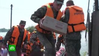Военные кормят хлебом жителей пострадавшего от паводков Тулуна