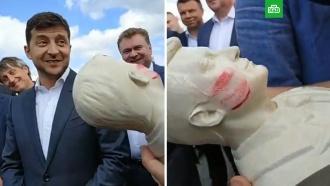«Это ужас»: Зеленскому не понравился его гипсовый бюст