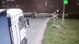 Школьник на мопеде въехал под поезд и лишился ног
