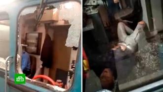Вмосковском метро пассажир влетел вкабину машиниста
