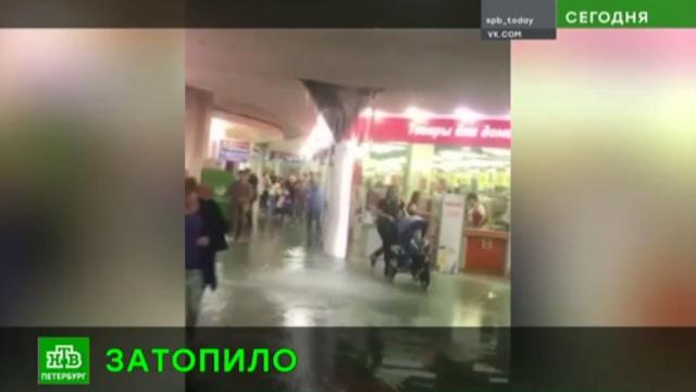 Северную столицу затопил мощный ливень.Санкт-Петербург, погода, стихийные бедствия.НТВ.Ru: новости, видео, программы телеканала НТВ