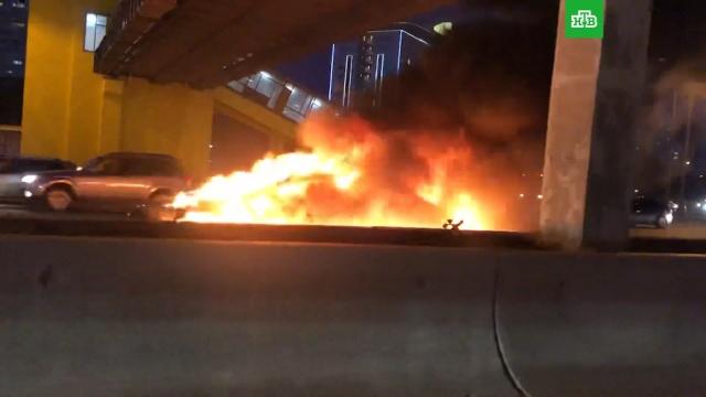Электромобиль Tesla столкнулся с грузовиком и сгорел на МКАД.ДТП, МКАД, Москва, электромобили.НТВ.Ru: новости, видео, программы телеканала НТВ