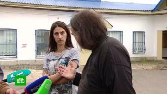 Священник встретился сматерью ребенка после скандала во время крещения